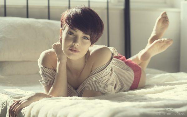 beautiful-girl-lying-on-bed-girl-pensivemood-relaxing-2560x1600-wide-wallpapers-net