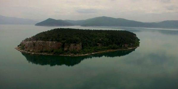Откријте ги двете сини бои на Пелагонија